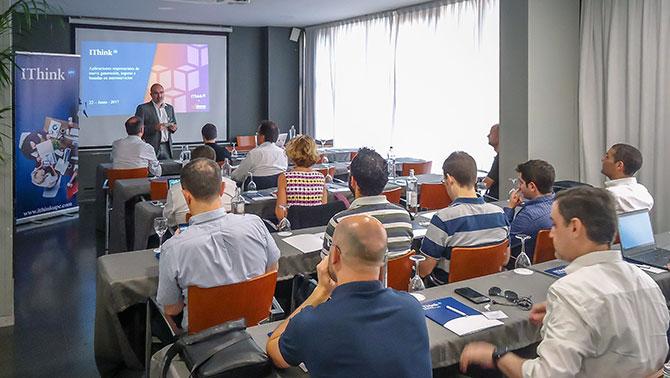 Andrés Navarro-Soto, Director d'IThinkUPC, donat la benvinguda als assistents