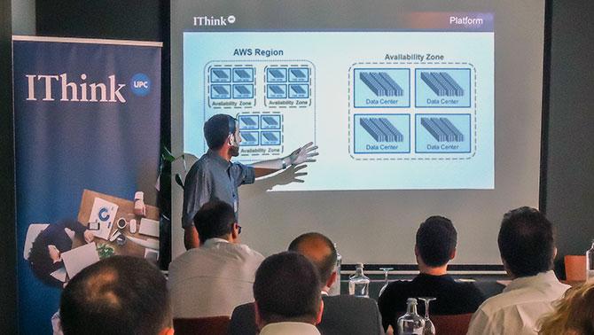 """David Levy, Cloud Administrator de IThinkUPC durante su ponencia """"AWS. Mucho más que hierro"""""""