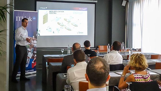 "Oriol Sánchez, Business Manager de IThinkUPC durante su ponencia ""¿Por dónde empezamos?"""